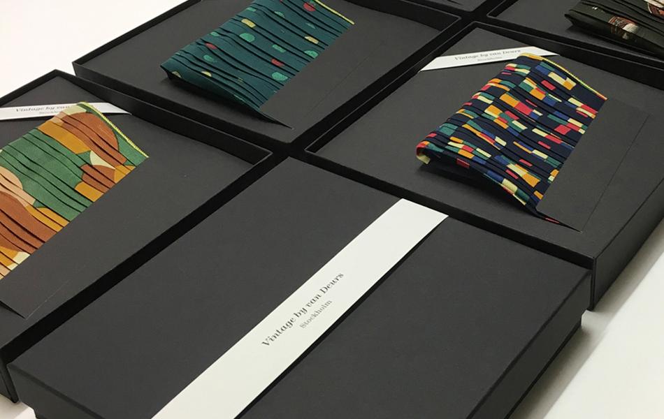 design_helena_berggren_grafisk_forpackning_design_van_deurs_stockholm_pocket_square_950x600